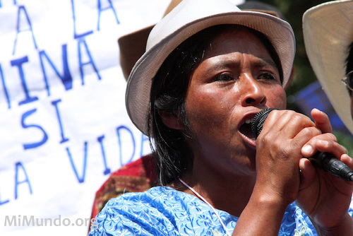 May 2009, Guatemala. Gregoria Crisanta Pérez resident of San Miguel Ixtahuacán delivers a speech during a demonstration against Goldcorp's Marlin mine project. Photo:  James Rodriguez, mimundo.orgMai 2009, Guatemala. Gregoria Crisanta Perez, habitante de San Miguel Ixtahuacan, prononce un discours durant une manifestation contre le projet minier Marlin de Goldcorp. James Rodriguez, mimundo.org